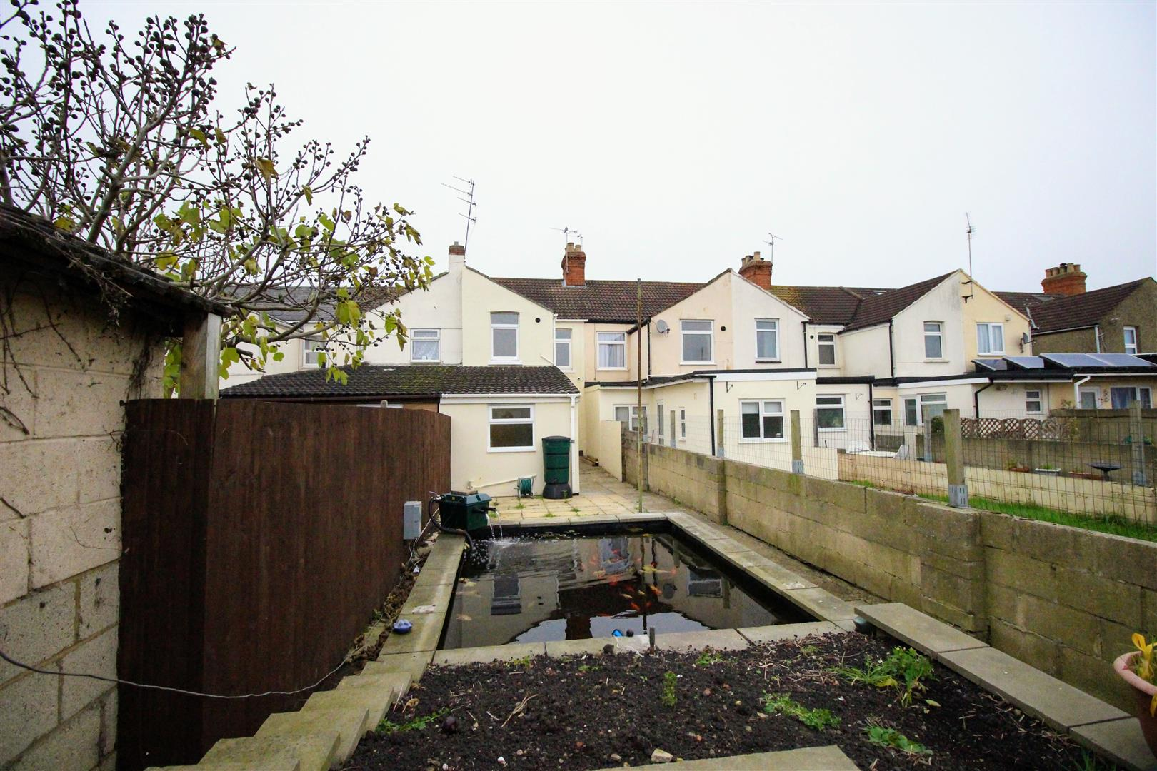 3 Bedrooms Terraced House for sale in Ferndale Road, Gorse Hill, Swindon